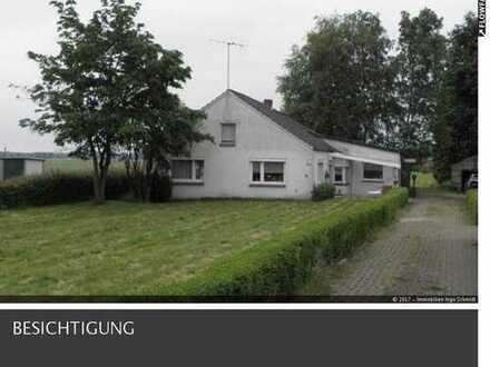 Einfamilienhaus mit ELW und großem Grundstück in Wymeer