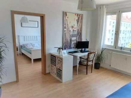 gemütliche helle 2-Zimmer-Wohnung mit grünem Hof
