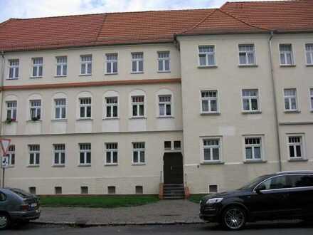 Balkon mit Blick in große Wohnanlage