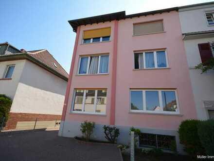 Sonnige und großzügige Wohnung mit großem Balkon in ruhiger stadtnaher Wohnlage