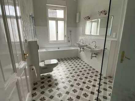 Juwel: Herrschaftliche 4-Zimmerwohnung in Villa Loreley am Rhein, 125 m², inkl. Garten, 2 Stellplätz