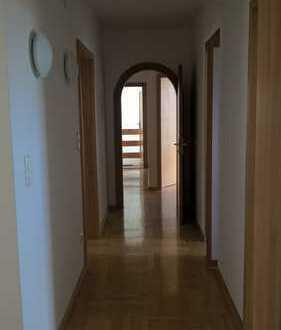 Gepflegte 5-Zimmer-EG-Wohnung mit Balkon in Windach