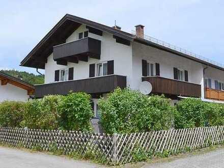 Mittenwald: Große Doppelhaushälfte in sonniger Lage