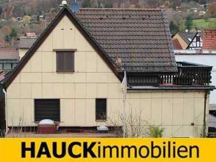 Preiswertes Einfamilienhaus in zentraler Dorflage.