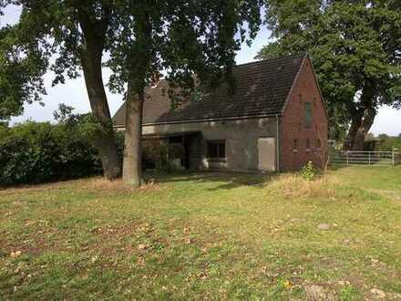 Ländlich gelegen: Sanierungsbedürftiges Bauernhaus in Hagen-Wittstedt