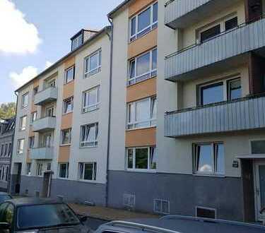 zwei solide Mehrfamilienhäuser