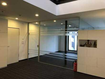 Büror mit 20 m² + gemeinschaftlich genutzt: große Küche, Meeting Räume, Parkplätze, WCs, Empfang und