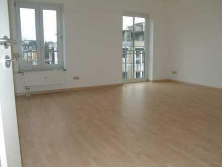 Willkommen in Ihrer neuen Wohnung! 2-R-WHG in zentraler Lage mit Balkon - 2. OG mit Aufzug!