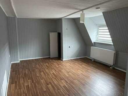 Befr. bis 2024: Helle 1-Zimmer DG-Wohnung in Hamburg Harburg