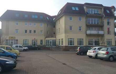 Helles modernes Dachgeschoss mit Balkon unweit MHB und Klinikum