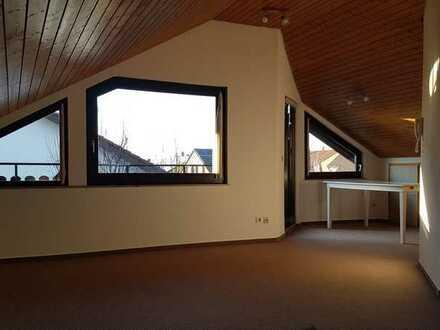 2- Zimmer-Dachgeschosswohnung, bis 05/2023, mit Loggia und Einbauküche in Asperg