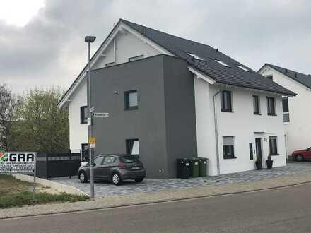 Neuwertige 4-Raum-Wohnung mit Balkon in Kronau Neubaugebiet