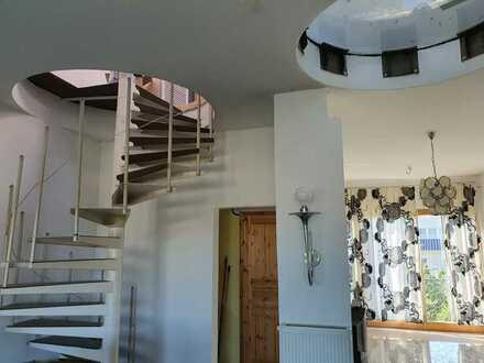 Außergewöhnlich helles Reihenhaus im Bauhausstil rechtsrheinisch