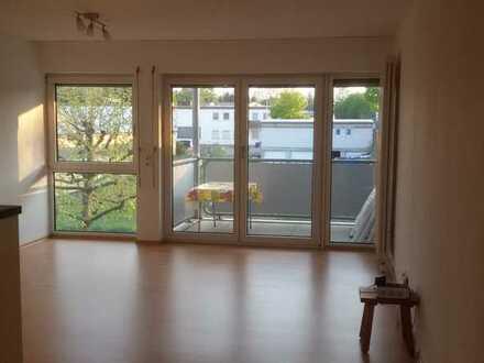 Ruhig gelegene, helle 2-Zimmer-Wohnung mit EBK, Balkon und modernisiertem Bad