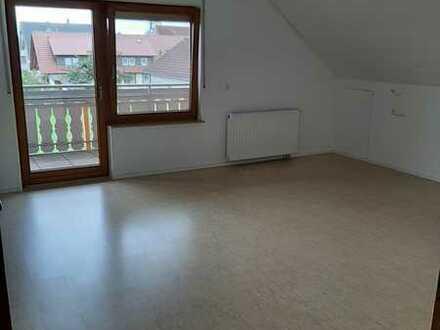 Modernisierte 1-Zimmer-Wohnung mit überdachtem Balkon und Einbauküche in Simmersfeld