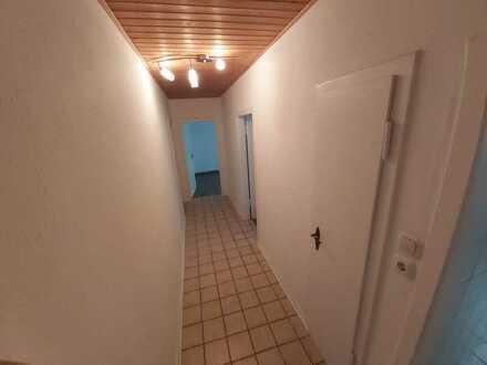 Preiswerte, vollständig renovierte 2-Zimmer-EG-Wohnung mit Einbauküche in Hagen