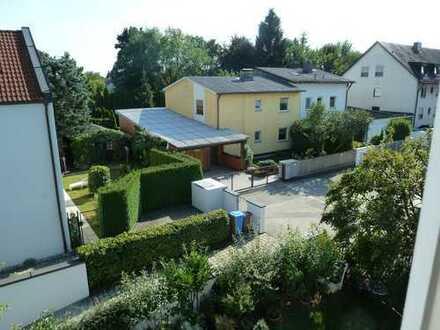 Helle 2,5 Zimmer-DG-Wohnung mit Balkon und Einbauküche provisionsfrei