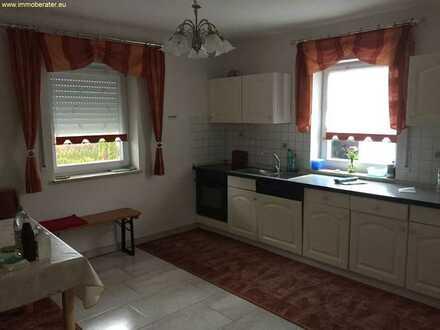 Geräumige 2-Zimmer-Wohnung im Erdgeschoss / WFL ca. 85 m² / Einbauküche / teilweise möbliert /Bad pl
