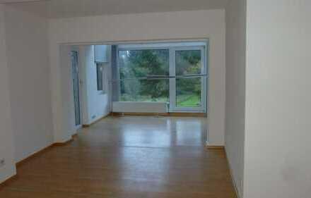 Schöne 4-Zimmer-Erdgeschosswohnung mit Einbauküche in Hohenecken