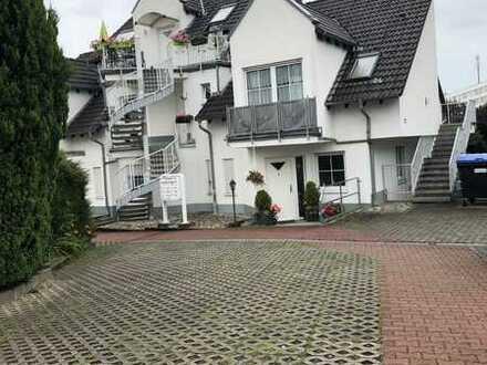 Exklusive, gepflegte 3,5-Zimmer-Maisonette-Wohnung mit Balkon und EBK in Bad Vilbel