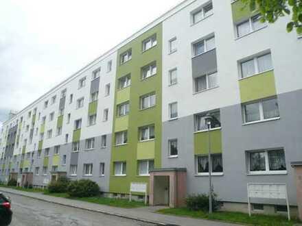 großzügige 4-Raum-Wohnung mit Sonnenbalkon, tolles Wohnumfeld, neu saniert