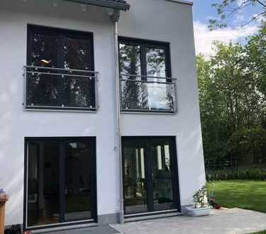 Schönes Neubau-Haus mit fünf Zimmern in München, Bogenhausen