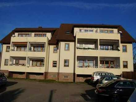 Helle 2-Zimmer Wohnung mit Laminat/ Balkon und Stellplatz zu vermieten!!!