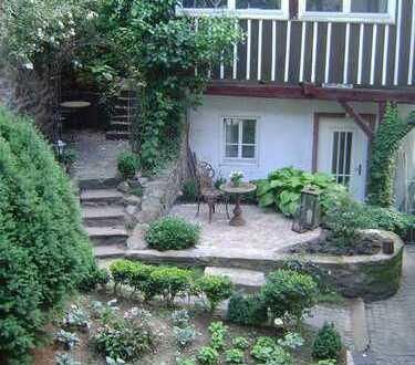 Geschmackvoll möblierte 2-Raum-Wohnung mit Terrasse und EBK in Zwingenberg