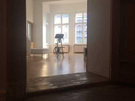 *Charlottenburg | Savignyplatz: 115qm Altbau-Traumwohnung*