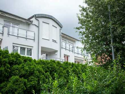 Vollständig renovierte DG-Wohnung mit drei Zimmern sowie Balkon und Einbauküche in Bad Mergentheim