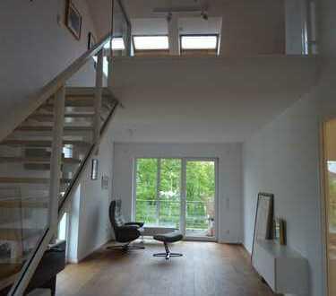 Moderne, lichtdurchflutete Maisonette-Wohnung mit zwei Balkonen in der 2. Etage (DG) mit Aufzug