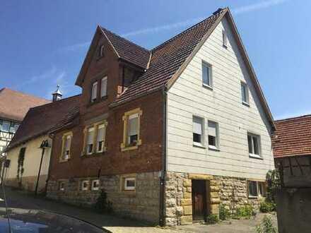 Freistehendes Einfamilienhaus mit großer Scheune in schöner, ruhiger Ortslage