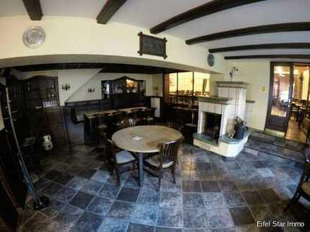 PREISSENKUNG! Gut eingerichtete Gaststätte mit Saal und 6 Gästezimmer in historischen Ortskern