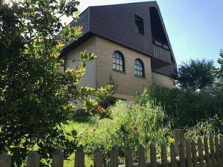 *Grosses Haus in schöner Lage mit Garten - Kinder und Haustiere willkommen*