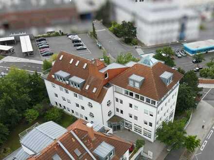 Großzügige Bürofläche mit Aufzug/Dachterrasse/Tiefgaragenplätze und Schlossblick!