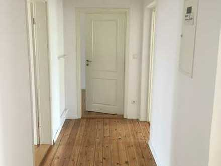 3 Zimmer Altbauwohnung - Holzdielenboden - hohe Decken