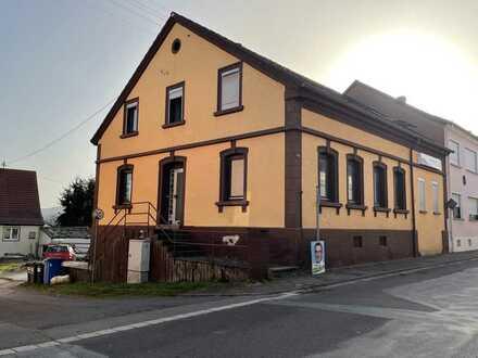 Zweifamilienhaus mit Garten/Baugrundstück incl. Bauantrag für 270 qm Haus