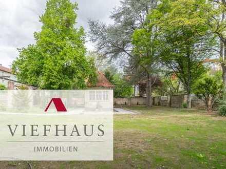 Kernsanierte Wohnung in exklusiver Altbau-Stadtvilla mit großem Garten und Garage