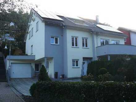73262 Reichenbach/Fils: Großzügiges 1- bis 2-FH-Haus mit EL-Wohnung / Garten / 2 Garagen / 2 Stpl.