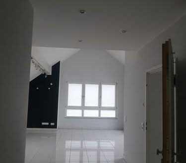 Wohntraum in Rodgau, 3-Zimmer-Dachgeschoss mit Terrasse und EBK