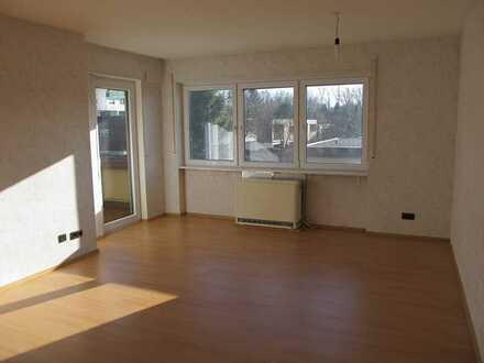 2-Zimmer-Wohnung, 66m², im 1.OG, Südbalkon, gr. EBK; gepflegte WE; in Sindelfingen-Hinterweil