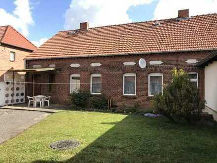Bauernhaus mit Nebengelass und Garten in Kläden