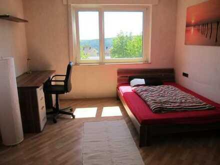Gepflegte 3-Raum-Hochparterre-Wohnung mit Balkon und Einbauküche in Heidenheim an der Brenz
