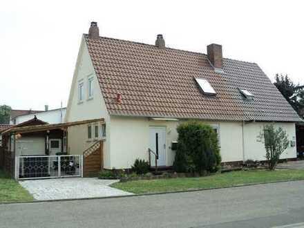 Perfektes Generationenwohnen ! Zwei Häuser mit sonnigem Garten !
