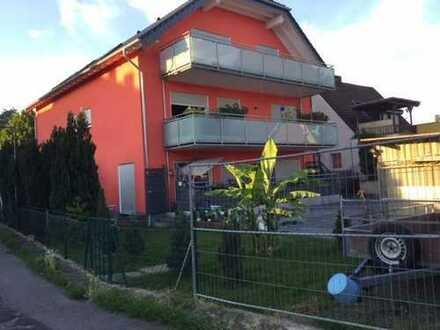 Neuwertige 3-Zimmer-Dachgeschosswohnung mit Balkon und Einbauküche in Lind, Köln
