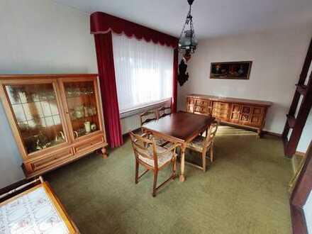NUR BEFRISTETE VERMIETUNG! 4-Zimmer-EG-Wohnung mit Balkon und Einbauküche in Osberghausen