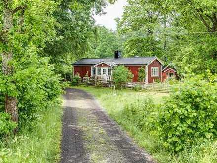 Kleineres Ferienhaus mit fantastischer Lage, ca. 3,5 Km von Lidhult