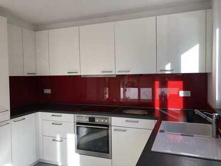 Erstvermietung! Familiengerechte & neuwertige Wohnung mit Einbauküche und teilmöbliert