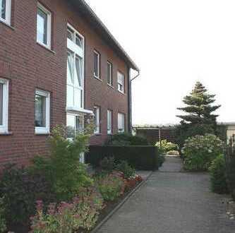Hell, freundlich, gemütlich! Dachgeschosswohnung im 6-Familienhaus in ruhiger Grünlage von Flüren