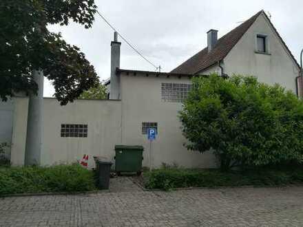Wohnhaus mit 7 Zimmer in Hagenbach